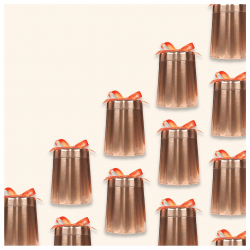 🎁une jolie boîte métallique reprenant la forme des moules traditionnels du célèbre gâteau bordelais : le canelé ! une belle idée cadeau à (s')offrir...  #christeas #christeasbordeaux #maisondethe #depuis2001 #entreprisefamiliale #boutiquedethe #lartduthe #bychristel #assemblagedethe #thesignature #lethealabordelaise #the #tea #alheureduthe #infusezbuvezvivez #placedesgrandshommes #bordeauxmaville #boutiquechristeas #galeriedesgrandshommes #madeinbordeaux #maisondethefamiliale #theaucanele #gouter #teatime