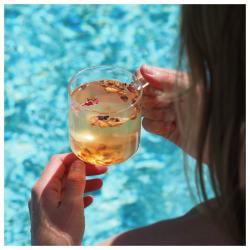 ☀️complètement addict à notre eau de fruits d'été... un délicieux mélange de dattes, morceaux d'abricots, pommes et réglisse... vous l'aimez aussi ? dites le nous en commentaire ⬇️ #christeas #christeasbordeaux #maisondethe #depuis2001 #entreprisefamiliale #boutiquedethe #lartduthe #bychristel #assemblagedethe #thesignature #lethealabordelaise #the #tea #alheureduthe #infusezbuvezvivez #placedesgrandshommes #bordeauxmaville #boutiquechristeas #galeriedesgrandshommes #madeinbordeaux #maisondethefamiliale #eaudefruitsetdefleurs #theglace #eaudefruitsdete #summertime