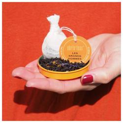 🍑le légendaire thé des grands hommes ! des saveurs raffinées à l'image de la célèbre place bordelaise pour tous ceux qui aiment les associations originales et équilibrées. passion, hibiscus, pétales de bleuet, fleurs de lavande et de souci, pêche, abricot, cerise et vanille se rencontrent sur une base de thé noir. à déguster, sans hésiter ! #christeas #christeasbordeaux #maisondethe #depuis2001 #entreprisefamiliale #boutiquedethe #lartduthe #bychristel #assemblagedethe #thesignature #lethealabordelaise #the #tea #alheureduthe #infusezbuvezvivez #placedesgrandshommes #bordeauxmaville #boutiquechristeas #galeriedesgrandshommes #madeinbordeaux #maisondethefamiliale #thedesgrandshommes