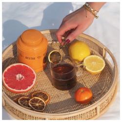 ✨plein soleil pour cette création aux agrumes ! bling bling, c'est un thé noir agrémenté d'orange, pamplemousse, citron et mandarine qui donnent envie de Sud... idéal pour commencer la journée ! #christeas #christeasbordeaux #maisondethe #depuis2001 #entreprisefamiliale #boutiquedethe #lartduthe #bychristel #assemblagedethe #thesignature #lethealabordelaise #the #tea #alheureduthe #infusezbuvezvivez #placedesgrandshommes #bordeauxmaville #boutiquechristeas #galeriedesgrandshommes #madeinbordeaux #maisondethefamiliale #theblingbling