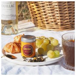 ✨imaginez-vous sur les coteaux de Sauternes, Sainte-Croix du Mont, Monbazillac… et laissez-vous emporter par la magie de ce bel assemblage réalisé sur une base de thé blanc Pai Mu Tan légèrement sucré, agrémenté de morceaux de litchi, de pêches et de baies d'aronia. Grain d'Or, un thé floral et fruité ! #christeas #christeasbordeaux #maisondethe #depuis2001 #entreprisefamiliale #boutiquedethe #lartduthe #bychristel #assemblagedethe #thesignature #lethealabordelaise #the #tea #alheureduthe #infusezbuvezvivez #placedesgrandshommes #bordeauxmaville #boutiquechristeas #galeriedesgrandshommes #madeinbordeaux #maisondethefamiliale #surlaroutedesvins #vignoblebordelais #vinsdebordeaux #graindor